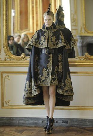 Ostatnia kolekcja Alexandra McQueena już w sieci!