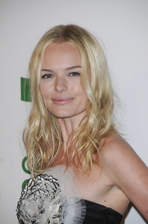Kate Bosworth w nietypowej małej czarnej