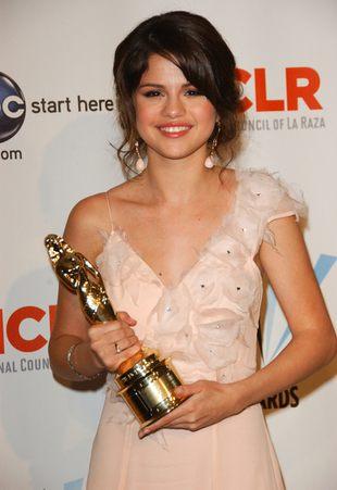 Selena Gomez w sukni z trenem