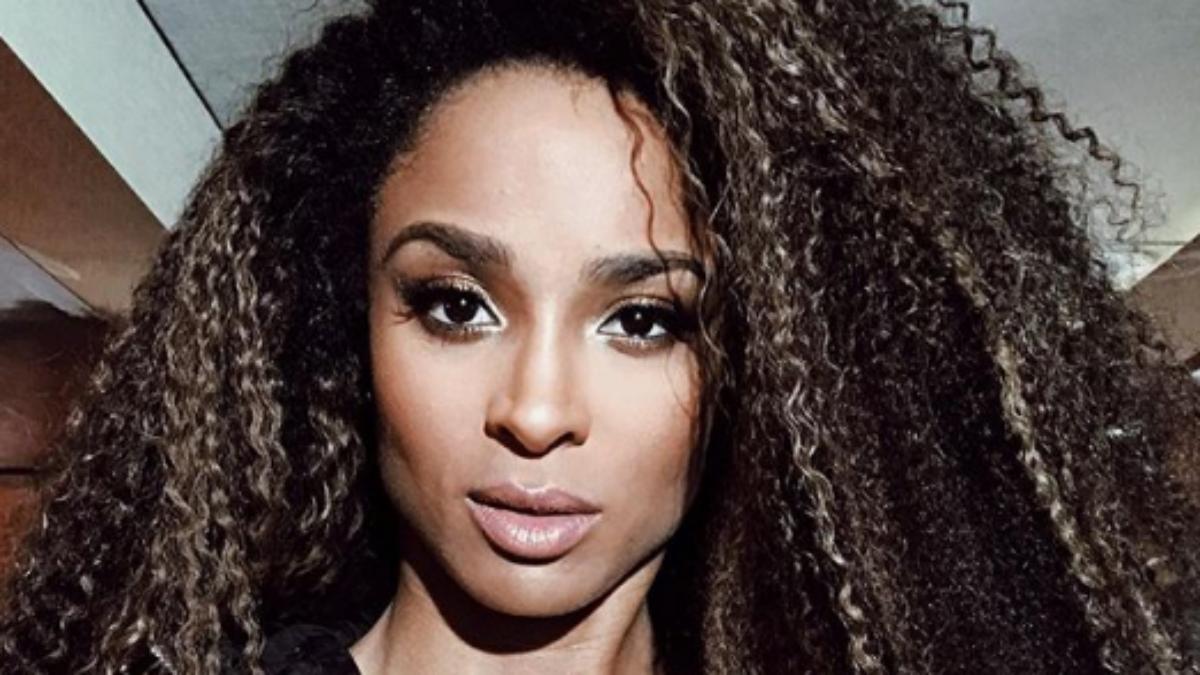 33-letnia Ciara pokazuje jak wygląda jej skóra bez grama makijażu