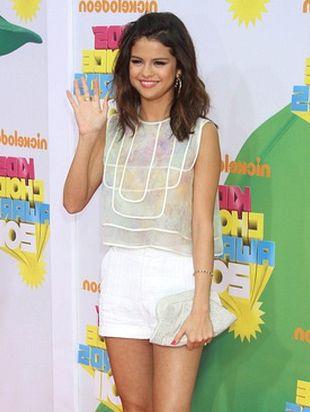 Selena Gomez w zestawie od Christiana Coty (FOTO)