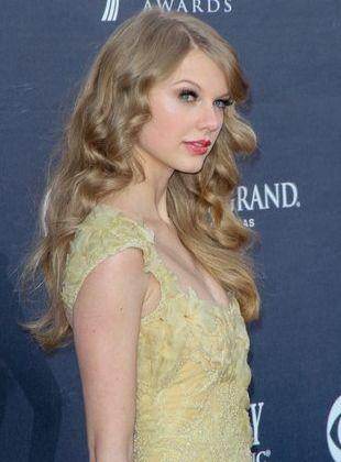 Taylor Swift w sukni od Elie Saab Couture (FOTO)