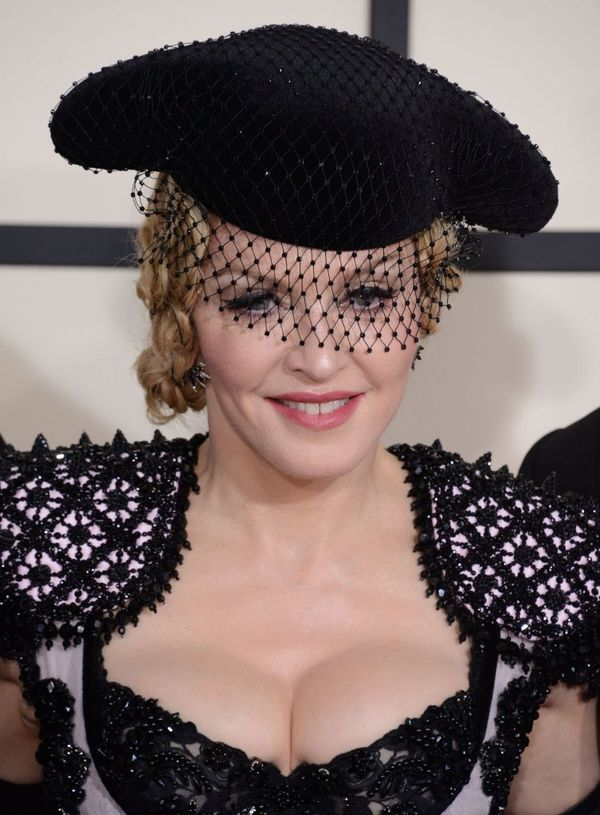 Makijaże i fryzury gwiazdy na rozdaniu nagród Grammy