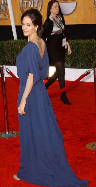 Angelina Jolie założyła sukienkę tył na przód
