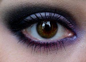 Makijaż wieczorowy w stylu Katie Holmes