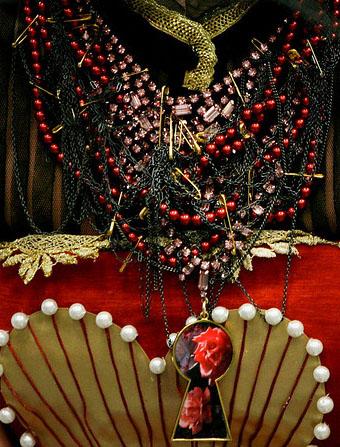 Biżuteria inspirowana Alicją w Krainie Czarów