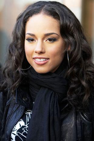 Alicia Keys w anielskich loczkach (FOTO)