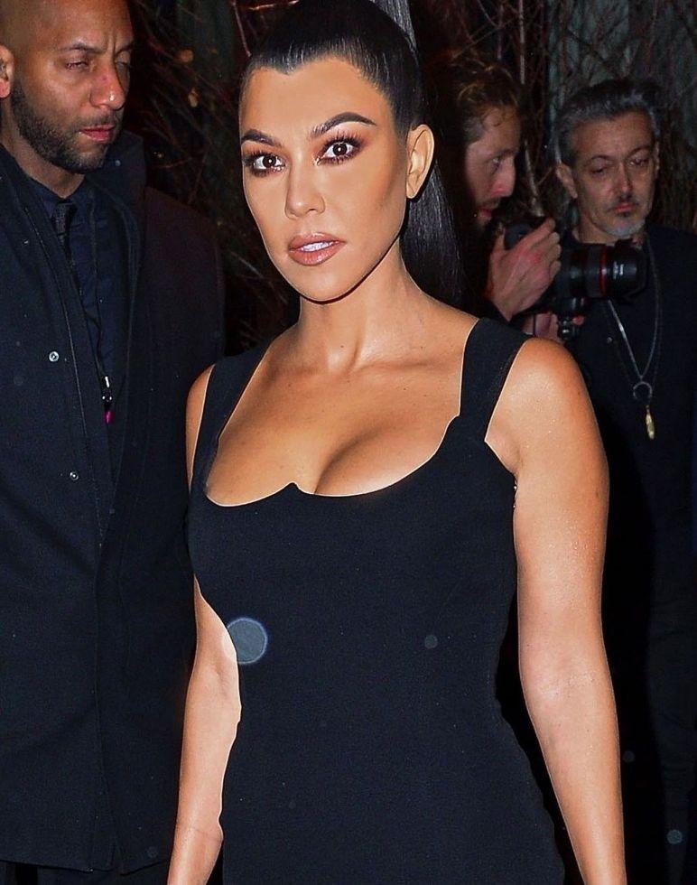 Wiele gwiazd miałoby opory przed założeniem takiej sukni ale nie Kim Kardashian