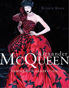 Więcej detali na temat biografii Alexandra McQueena