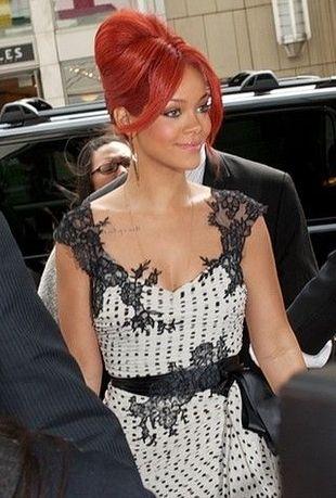 Rihanna nową twarzą Emporio Armani!
