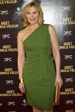Kim Cattrall w sukience Michaela Korsa (FOTO)