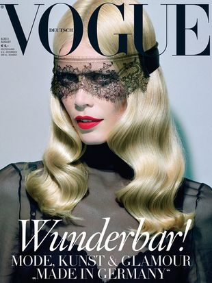 Wygładzona Claudia Schiffer w Vogue Germany