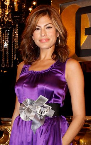 Eva Mendes w fiolece od Dolce&Gabbana