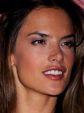 Alessandra Ambrosio została twarzą Moschino