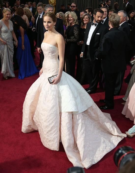 Jennifer Lawrence w sukniach Diora
