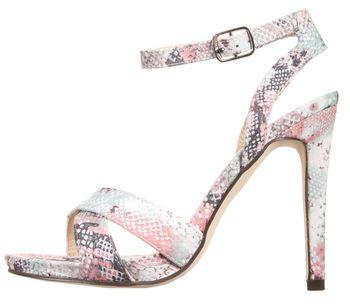 Sukienki i sandały na obcasie w Zalando 10% taniej!