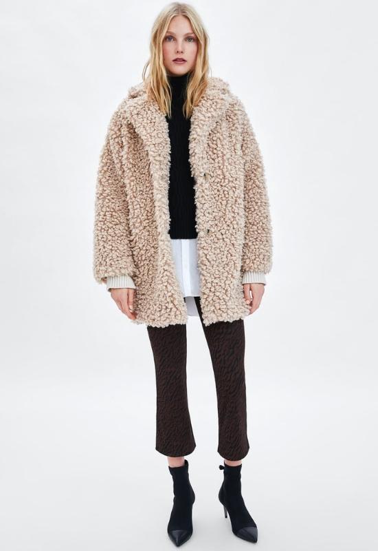 Szukasz ciepłego, przyjemnego płaszcza na zimne dni? Postaw na styl influencerek