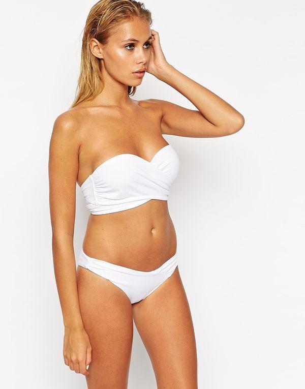Białe stroje kąpielowe - przegląd oferty Asos (FOTO)