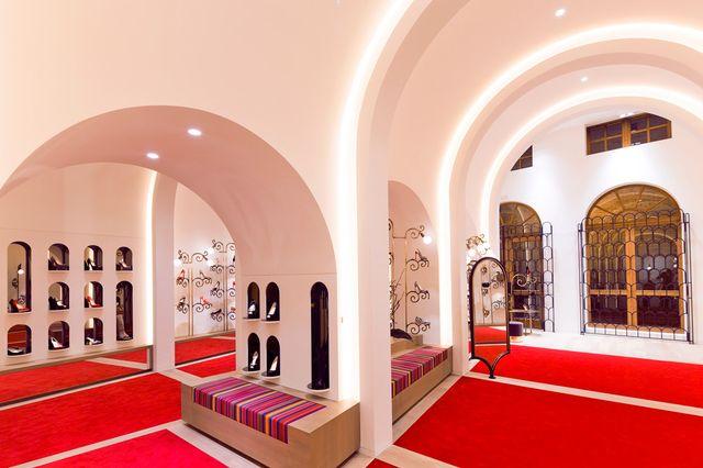Jak wyglądają wnętrza butików Christiana Louboutina?