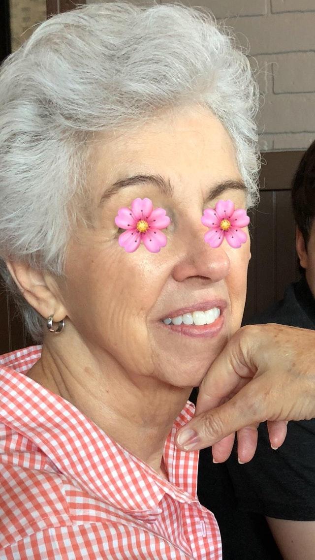 Kobieta ma 78 lat i przez 50 używała retinolu. Jest NAJLEPSZĄ reklamą!