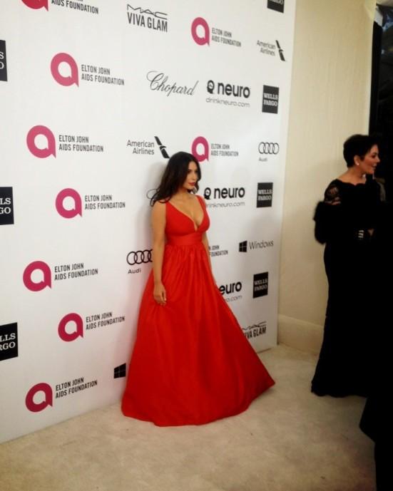 Kim Kardashian w czerwieni na oscarowym after party (FOTO)