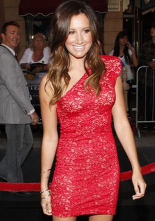 Ashley Tisdale w czerwonej minisukience (FOTO)