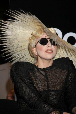 Lady Gaga cała w perełkach