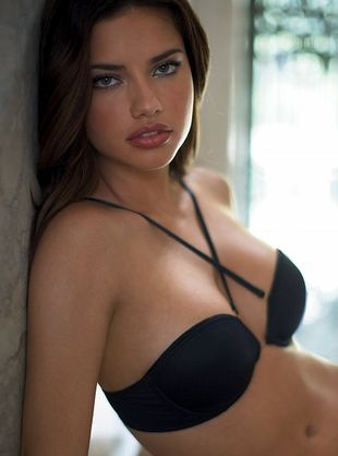 Kształtna Adriana Lima