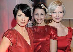 Czerwona sukienka - trzy  wydania
