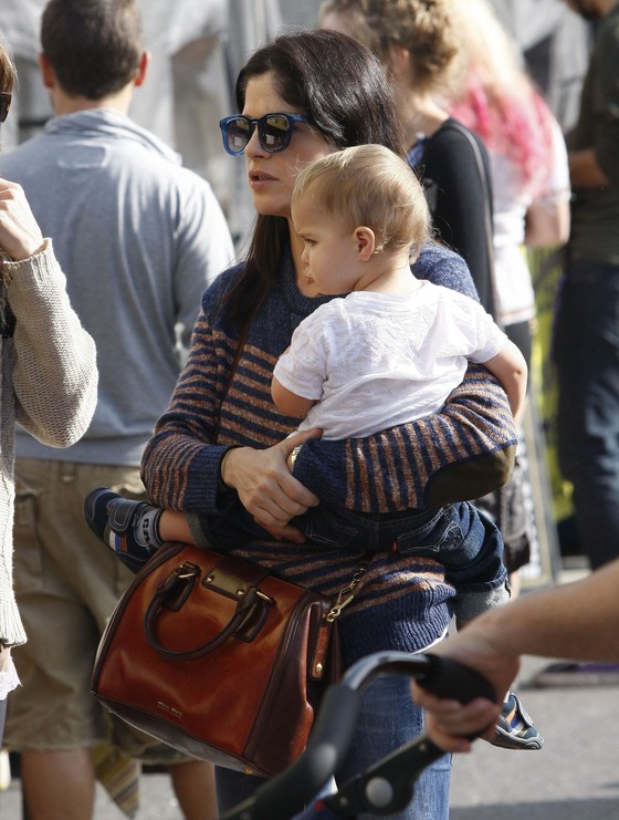 Znane mamy na spacerach ze swoimi dziećmi
