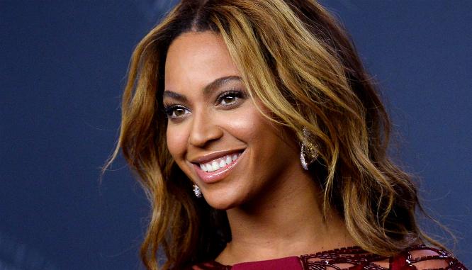 Szokujący trik urodowy Beyonce- w ten sposób gwiazda dba o brwi!