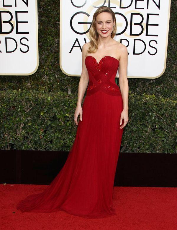 Złote Globy 2017 - najlepsze kreacje wg magazynu Vogue Na zdjęciu: Brie Larson w sukience Rodarte i biżuterii Forevermark