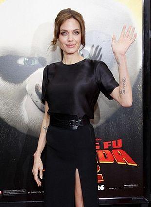 Angelina Jolie w zestawie Michaela Korsa (FOTO)
