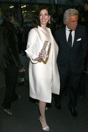 Anne Hathaway w bieli od Valentino