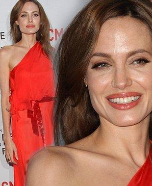 Angelina Jolie w czerwieni (FOTO)