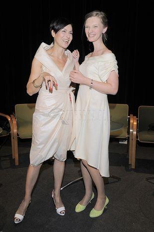 Jasne sukienki Stenki i Buzek (FOTO)