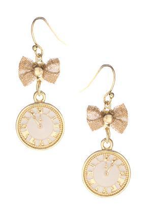 Kolczyki z zawieszką w kształcie zegarka