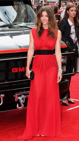 Jessica Biel - suknia z niespodzianką
