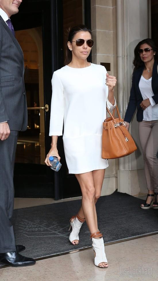Eva Longoria w białych sukienkach