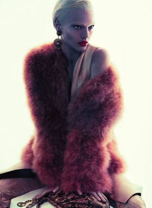 Odmieniona Sasha Pivovarova dla marki Giorgio Armani (FOTO)
