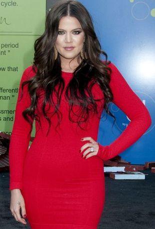 Khloe Kardashian w szkarłatnej mini