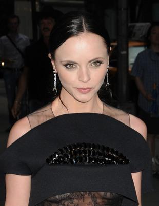 Christina Ricci w czarnej sukni