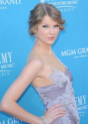Taylor Swift w liliowej Marchesie