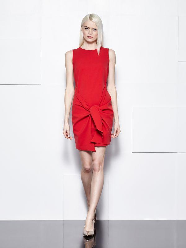 Sukienki, które znajdziecie w Mohito - przegląd wyprzedaży