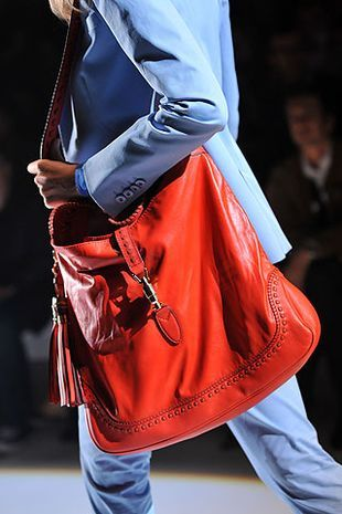 Salma Hayek i Camilla Belle z Gucci na ramieniu
