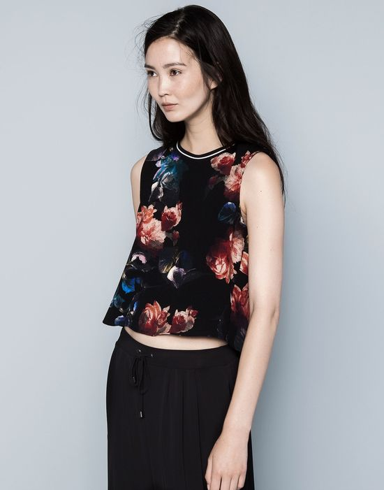 Cała w kwiatach wg Pull&Bear - nowy trend Blue & Red (FOTO)