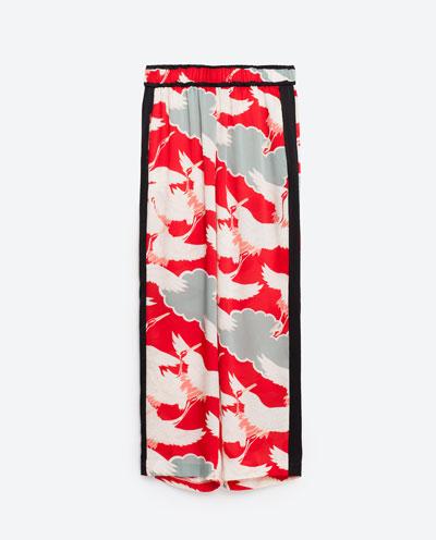Mocne kolory, błyszczące materiały i kwiatowe wzory w nowościach Zara TRF