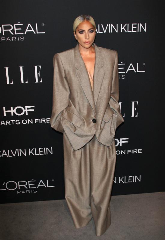 Dziwne rzeczy na gali Women in Hollywood: skarpetki, piżamy i nieudane makijaże
