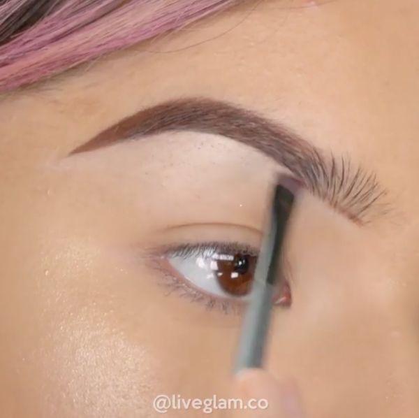 Ta dziewczyna wykonała swój makijaż wyłącznie szminkami od Kylie Jenner!
