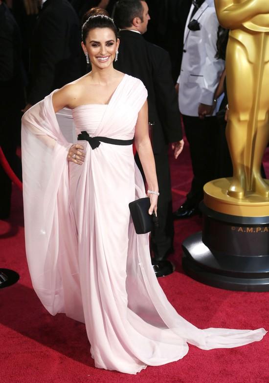 Penelope Cruz w sukni Giambattista Valli na rozdaniu Oscarów 2014